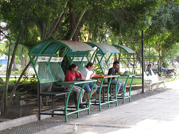 internet-booths-in-park_1571